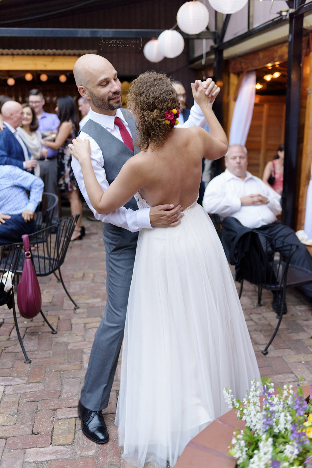 volo-patio-chicago-wedding-first-dance©COPYRIGHTCMP-_DSC5345edit.jpg