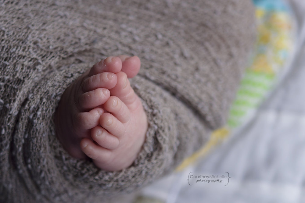 newborn-toes-chicago-newborn-oh-the-places-you'll-go©COPYRIGHTCMP-6108-edit.jpg