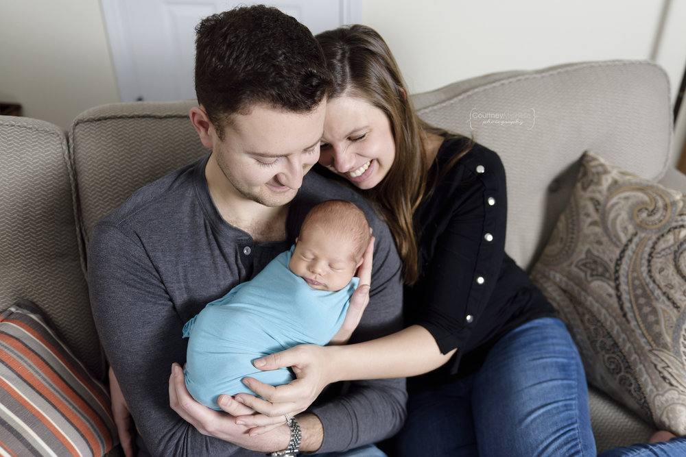 chicago-newborn-family-snuggling-on-couch©COPYRIGHTCMP-6155edit.jpg