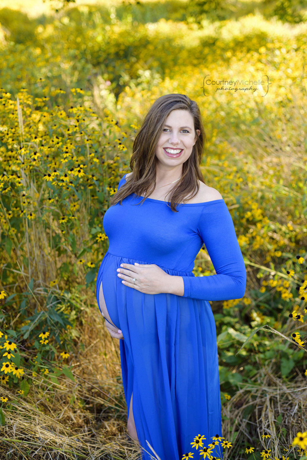 chicago-maternity-montrose-harbor-mom-in-royal-blue-maternity-dress©COPYRIGHTCMP-Maternity-2856.jpg