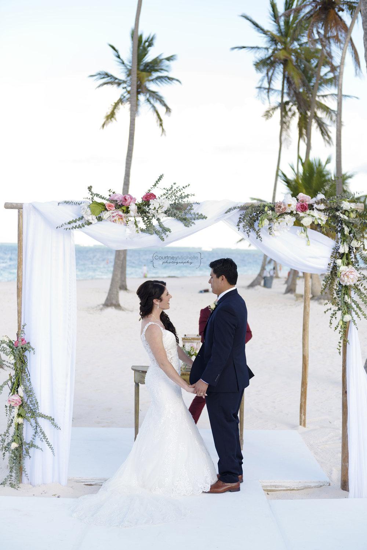 punta-cana-dominican-republic-jellyfish-wedding-beach-wedding-photography-courtney-laper©CopyrightCMP_2019-EmmaTito-0294.jpg