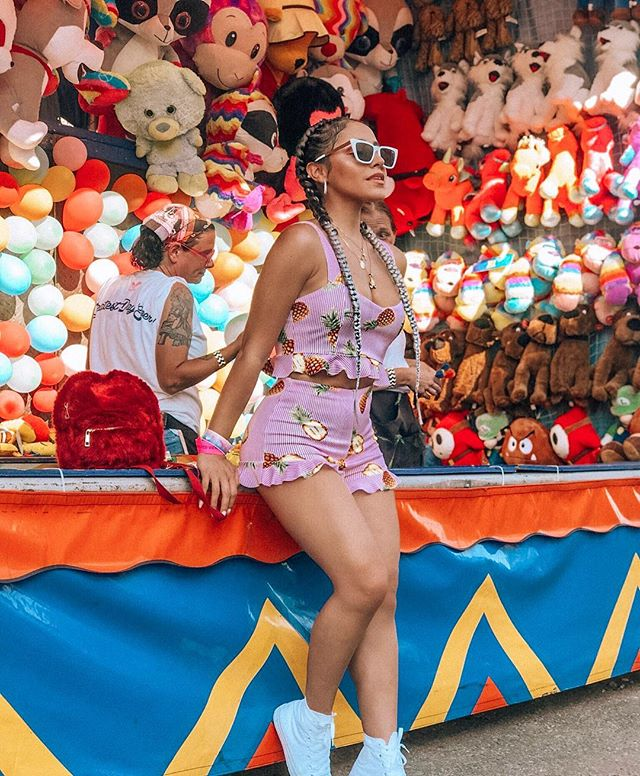 Carnival rides, empanadas, dancing till I practically threw my back out, meeting some of you + doing it all with some of my favorite people - it literally was @thegreatestdayever ! ❤️🧚🏼‍♀️✌🏽💥 #f21xme