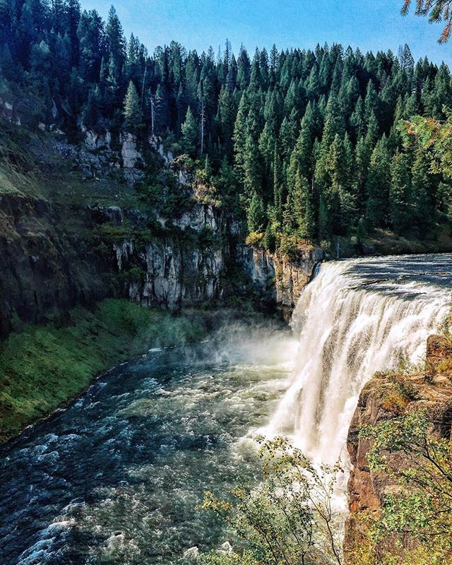 Who wants to go on a natural slip and slide with an amazing view? . . . . #landscape #nature #water #waterfall #trees #idaho #forest #montana  #photography #travel #globetrotter #blogger #adventure