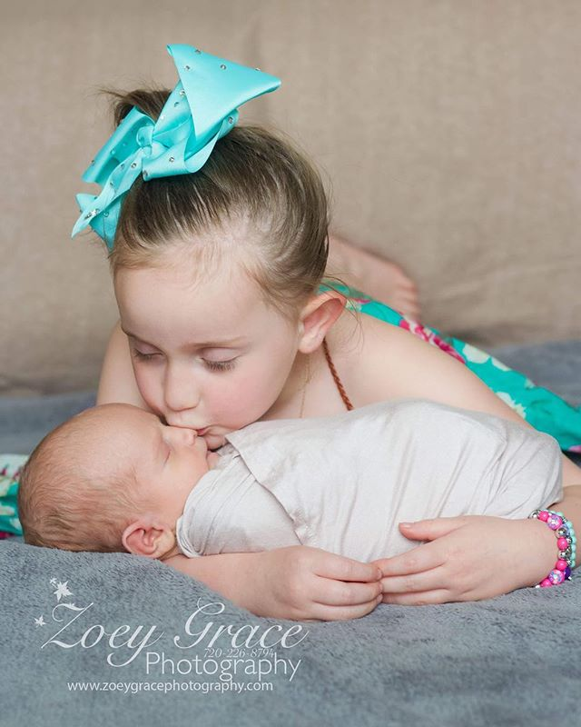 Too sweet for words ! This little one was so excited about her baby brother 💙 . . Book your newborn session today ! Send us a message or check out the website for more details. Link on the bio ⬆️