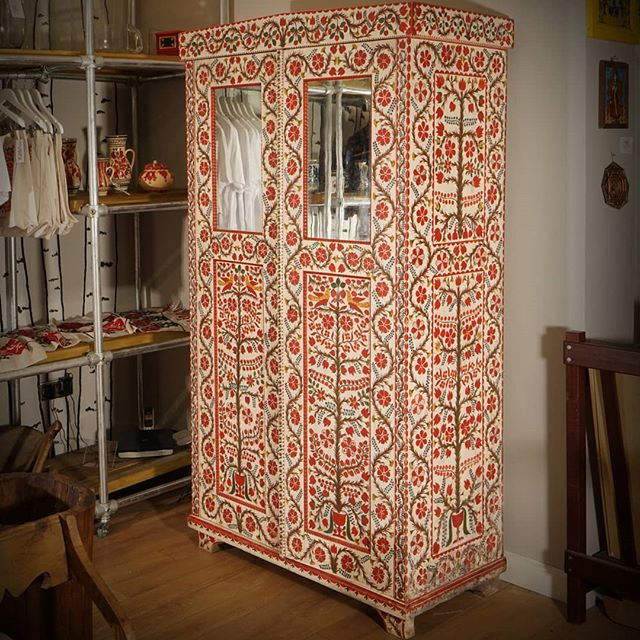 Our spectacular Transylvanian wardrobe, available now online http://www.modernfolkshop.com/store/transylvanian-wardrobe #forsale #antiquesforsale #antiquedealersofinstagram #antiques #folkart #folk #traditional #maximalism #maximalist #flowers #birds #romania #transylvania