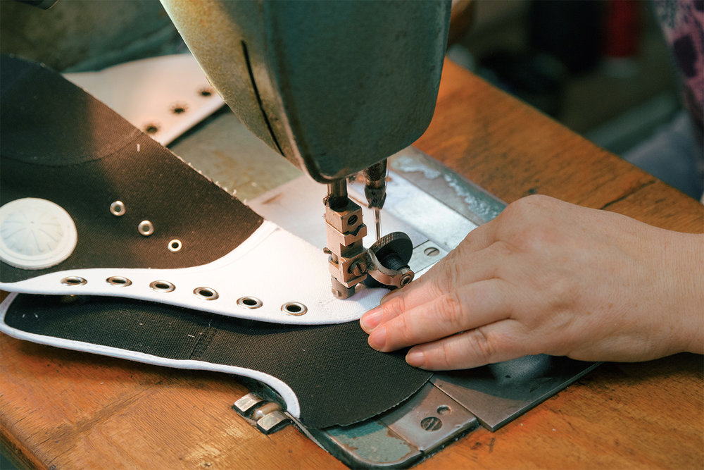 The shoe is built and stitched in differerent fases. A co-worker is stitching the front tip of the shoe.