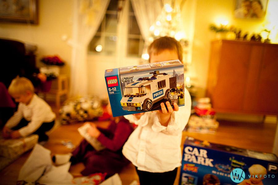 julaften lego politibil julegave barn IMG_8889-2