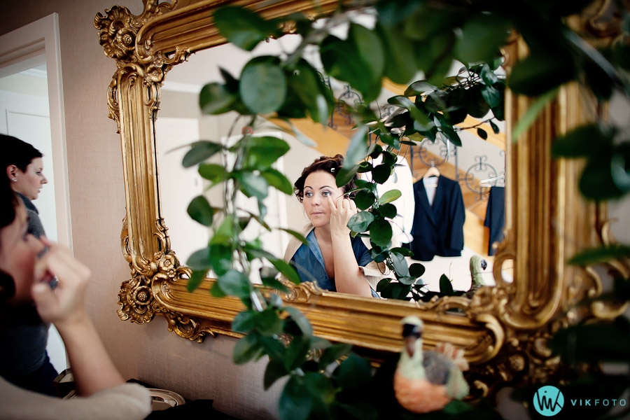 bryllup-forberedelser-speil-brud-sminke-heldags-fotograf-oslo.jpg