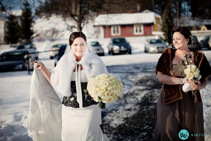 vikfoto-bryllup-brud-forlover-brudekjole-vielse-oslo-kirke.jpg