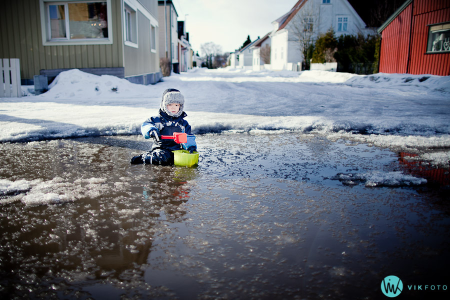 vikfoto-fotograf-sarpsborg-jan-ivar-vik-skolegata-vinter-lek-vann-is-barn-5751.jpg