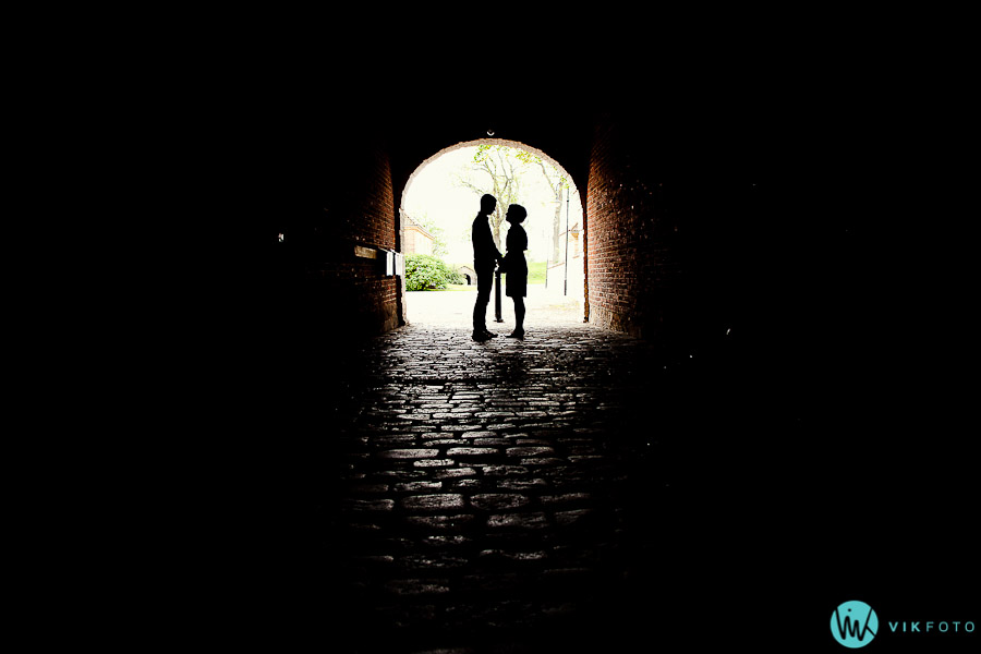 kjærestepar-silhuett-tunell-fotograf.jpg