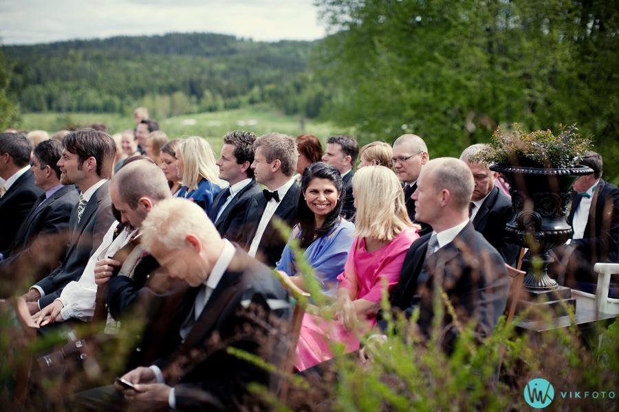015-bryllup-gjester-utendørs-bryllup.jpg