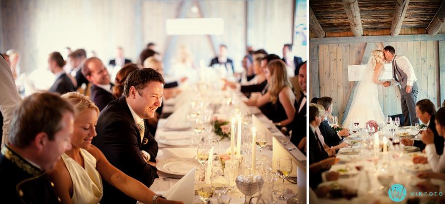 62-middag-bryllupsfest-brudepar-kyss