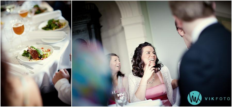 37-middag-bryllup-gjester-fotograf-torderod-gard.jpg