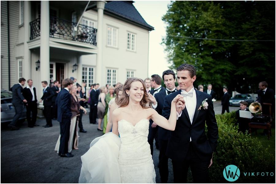 47-bryllup-polonese-brudepar-gjester-torderod-gard.jpg