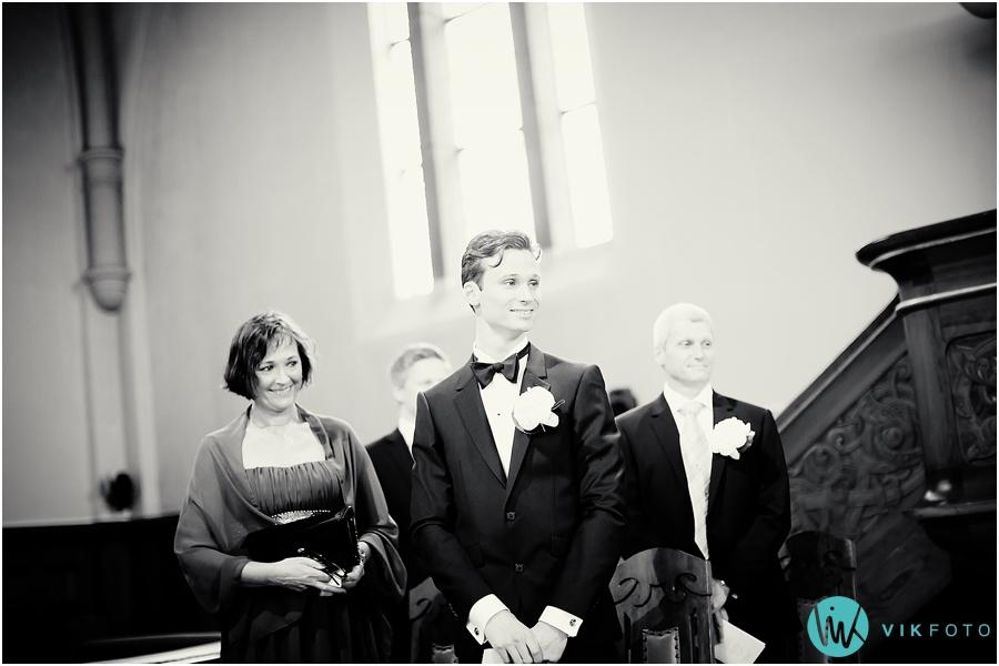 21 bryllupsfotograf oslo fagerborg kirke brudgom