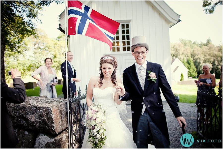 22-bryllupsfotograf-fredrikstad-hovin-kirke-spydeberg.jpg