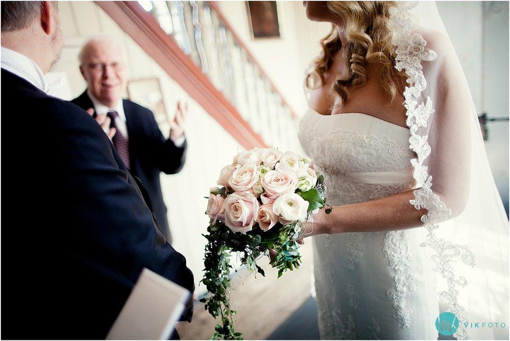 35-bryllupsfotograf-drobak-kirke-akershus.jpg