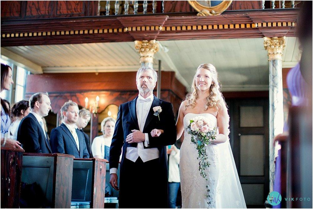 36-bryllupsfotograf-drobak-kirke-akershus.jpg