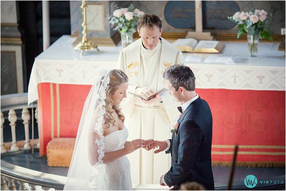 41-bryllupsfotograf-drobak-kirke-akershus.jpg