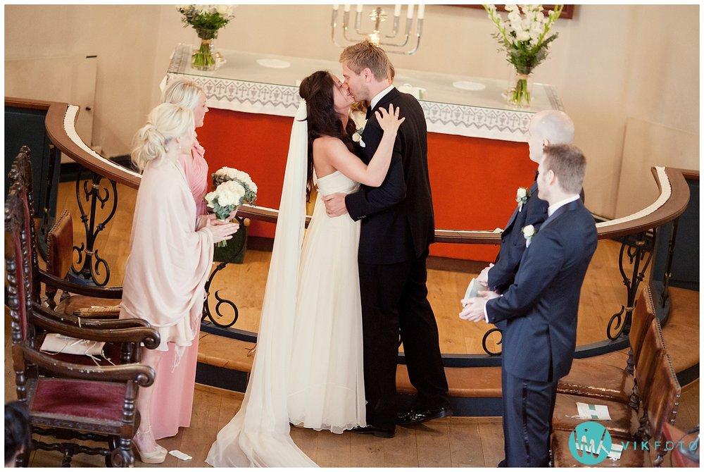 31-bryllupsfotograf-oslo-sorkedalen-kirke.jpg