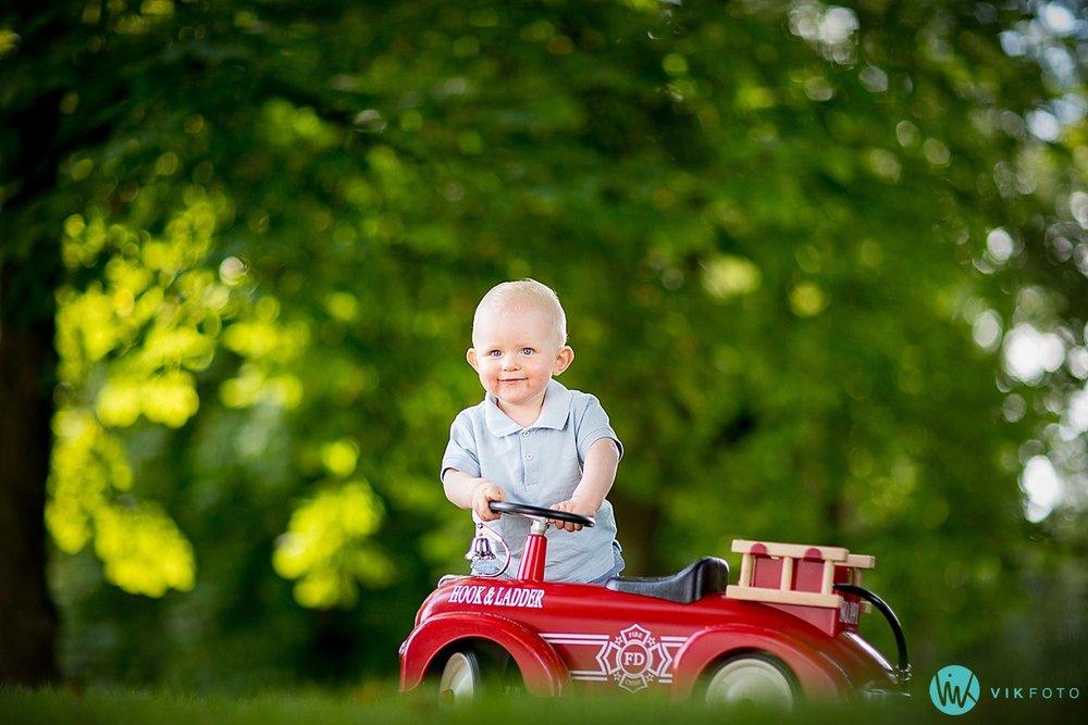 portrett-gutt-brannbil-brannmann.jpg