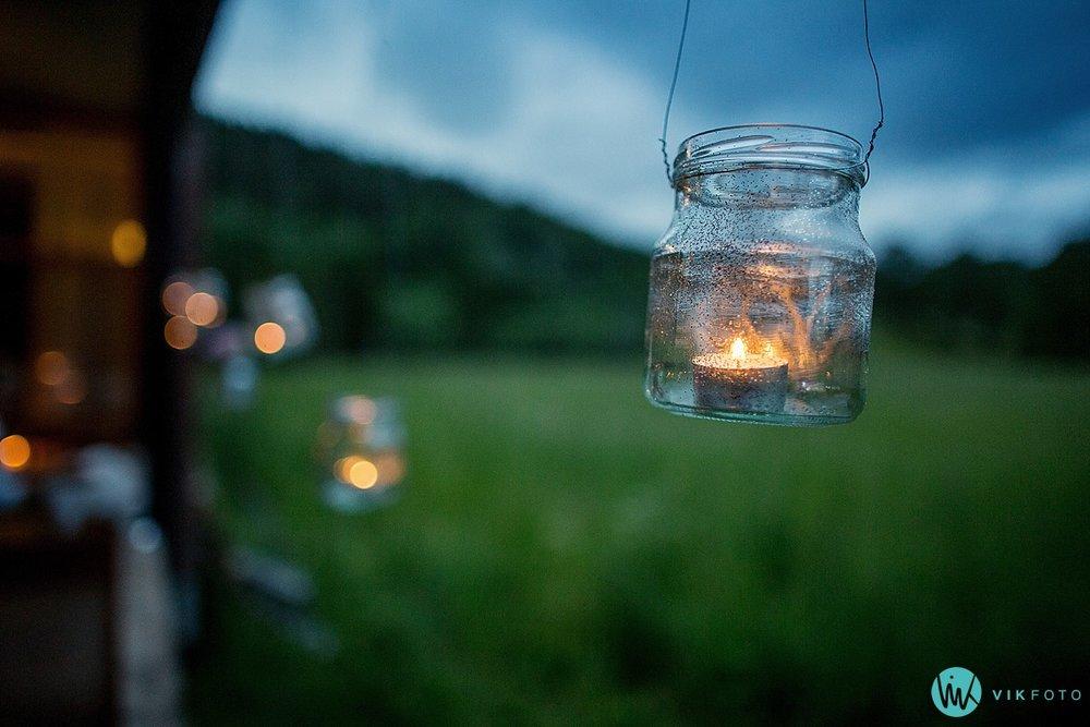 41-bryllup-sommer-lanterne-levende-lys.jpg