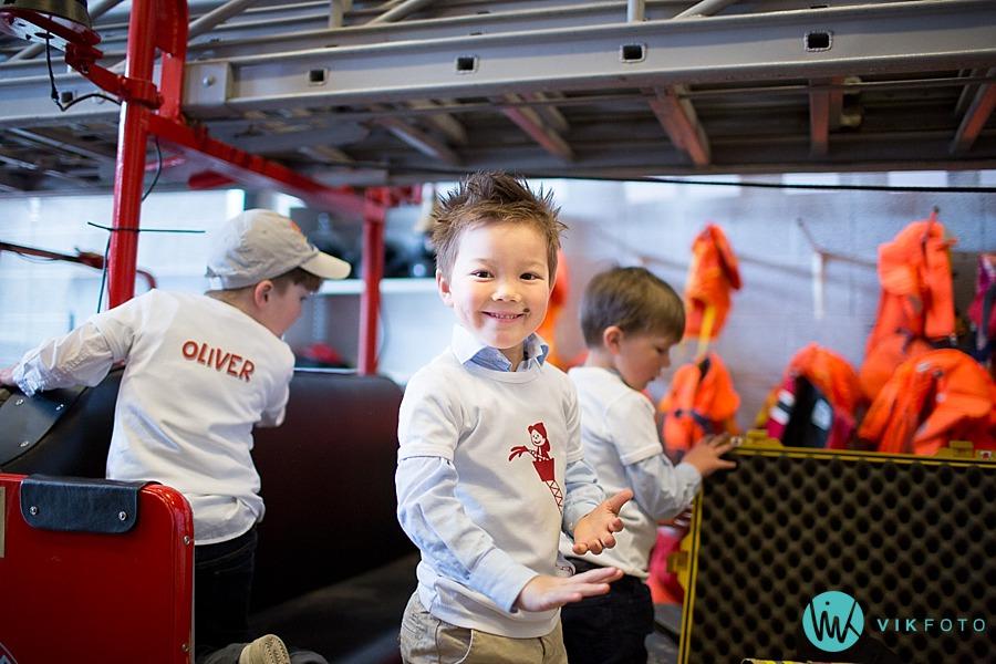08-fotograf-sarpsborg-barnebursdag-brannmann-bursdag-brannstasjon.jpg
