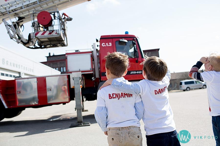 22-fotograf-sarpsborg-barnebursdag-brannmann-bursdag-brannstasjon.jpg
