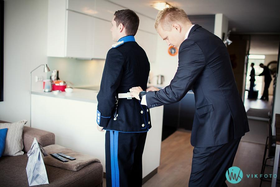 13-bryllup-uniform-brudgom-forberedelser