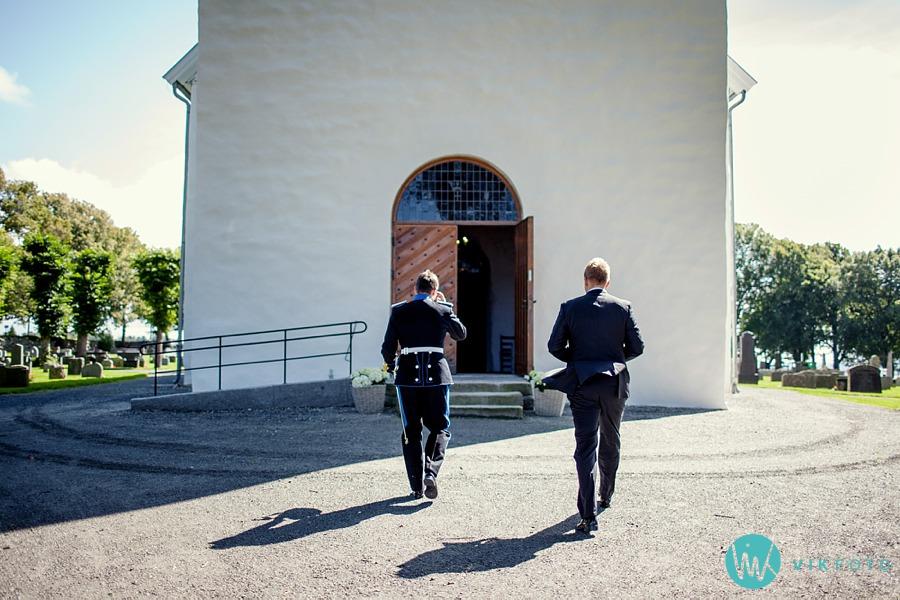 14-bryllup-vielse-råde-kirke-brudgom