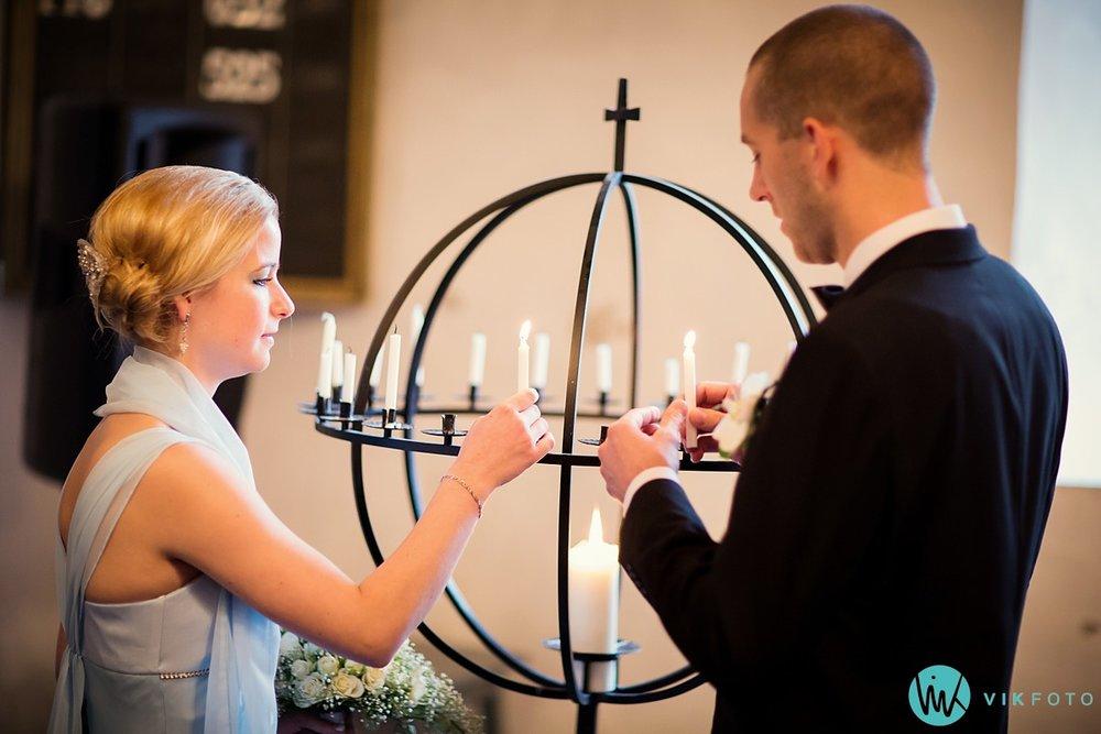 11-fotograf-bryllup-mysen-seremoni-lys-kirke