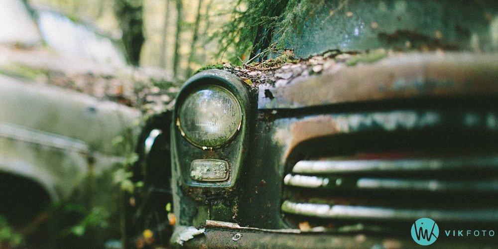 08-vikfoto-bilkirkegård-bilvrak-vrakpant-rusten-bil