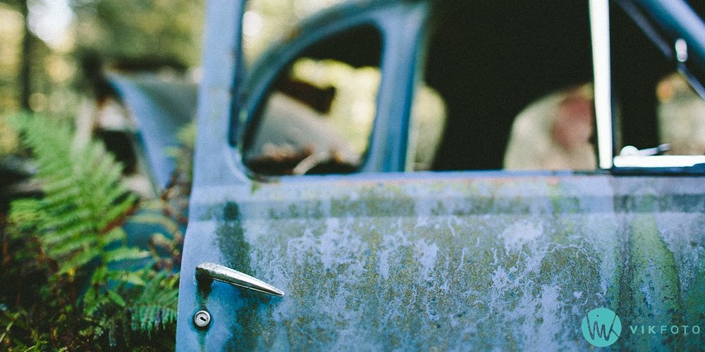 11-vikfoto-bilkirkegård-bilvrak-vrakpant-rusten-bil