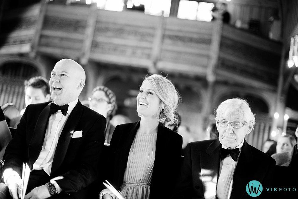 15-bryllupsfotograf-oslo-vielse-holmenkollen-kapell