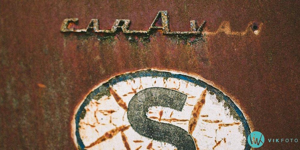 19-vikfoto-bilkirkegård-bilvrak-vrakpant-rusten-bil