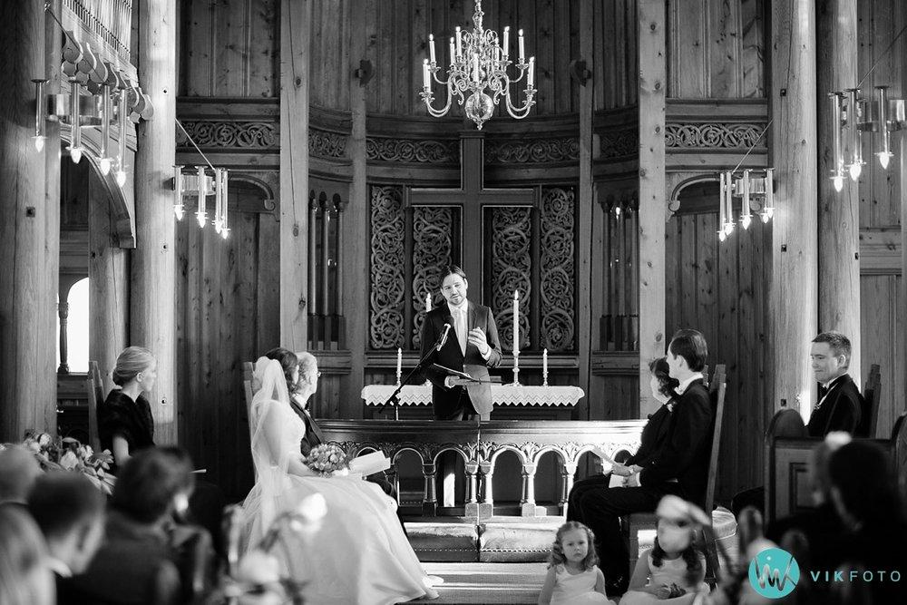 24-bryllupsfotograf-oslo-vielse-holmenkollen-kapell