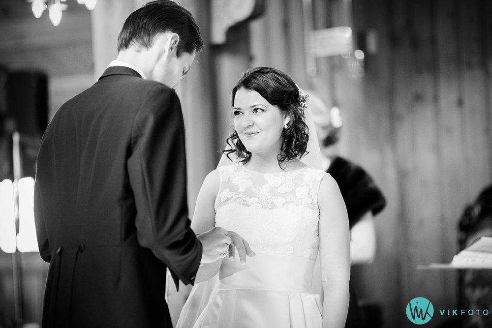 25-bryllupsfotograf-oslo-vielse-holmenkollen-kapell