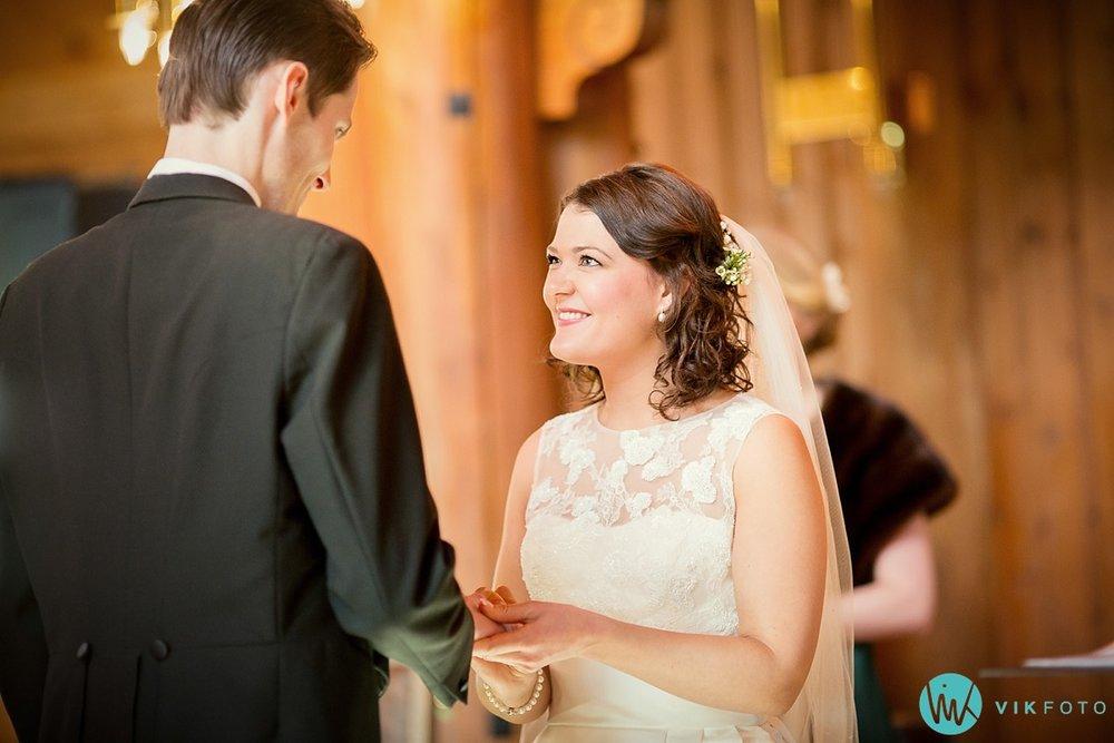 26-bryllupsfotograf-oslo-vielse-holmenkollen-kapell
