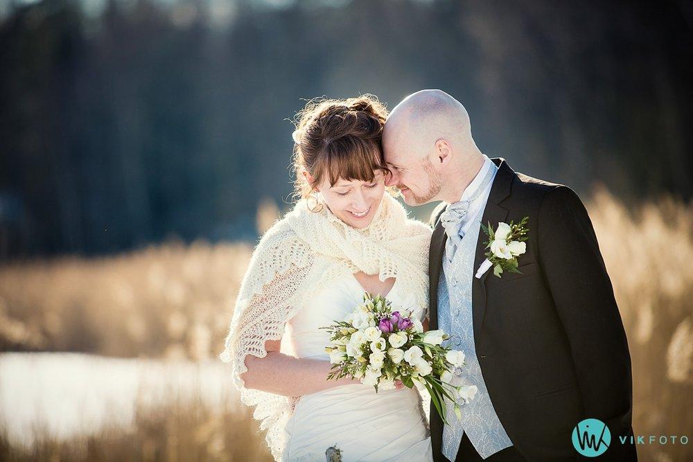 28-fotograf-bryllup-vinter-bryllupsbilde-sol-snø
