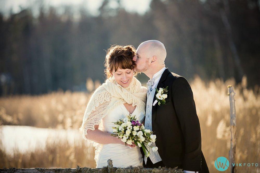 29-fotograf-bryllup-vinter-bryllupsbilde-sol-snø