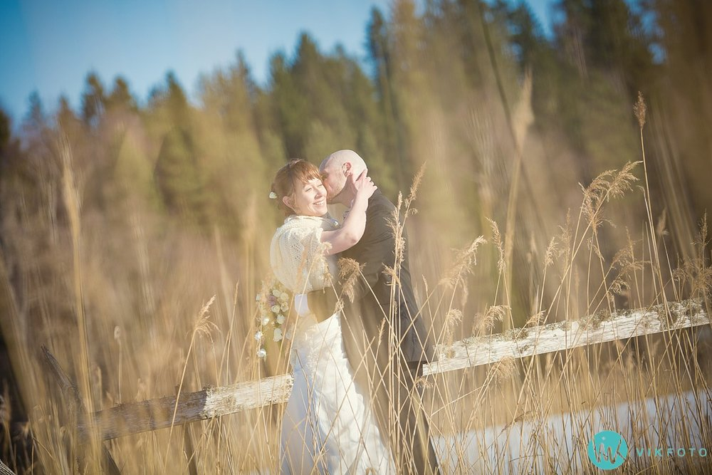 35-fotograf-bryllup-vinter-bryllupsbilde-sol-snø