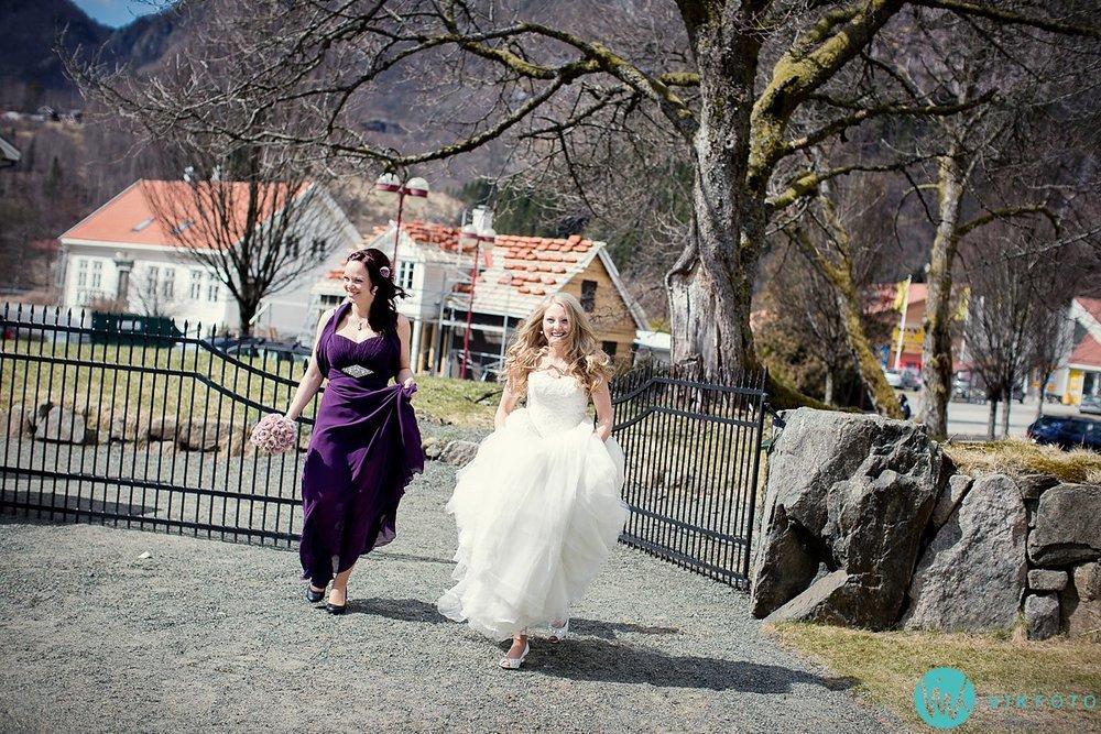22-bryllup-vielse-kvinesdal-kirke-brudepar