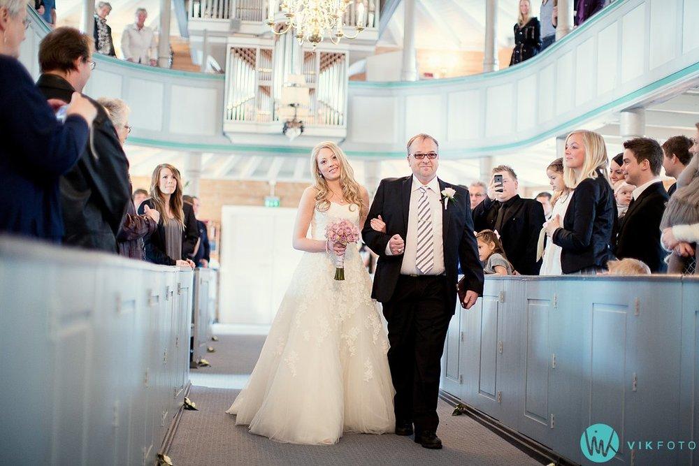 24-bryllup-vielse-kvinesdal-kirke-brudepar