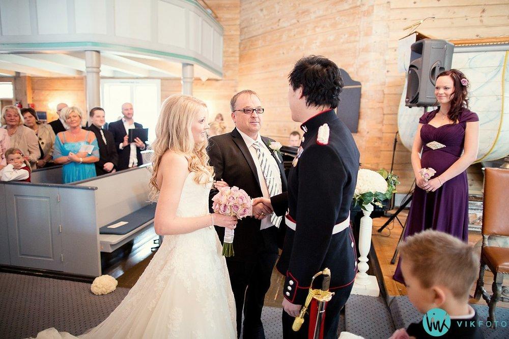 25-bryllup-vielse-kvinesdal-kirke-brudepar