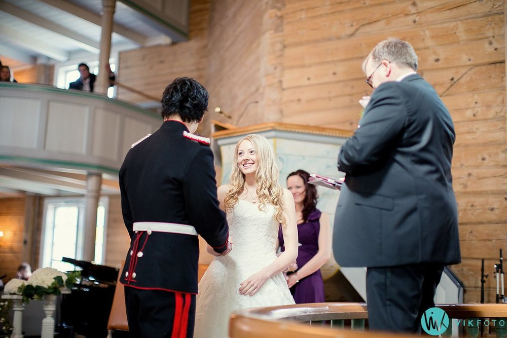 32-bryllup-kvinesdal-kirke-vielse-brudepar