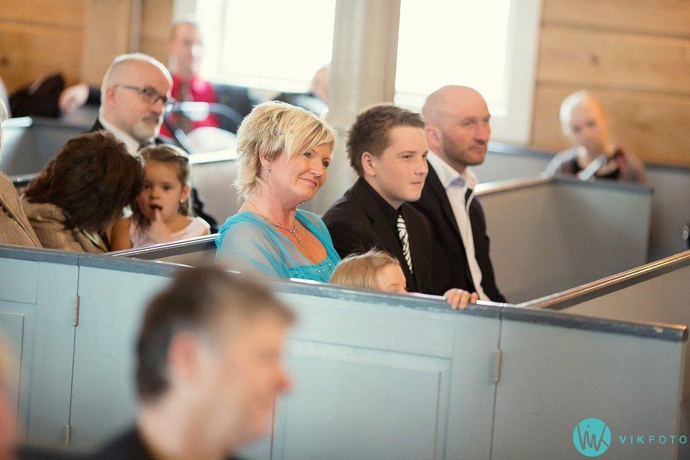 35-bryllup-kvinesdal-kirke-vielse-brudepar