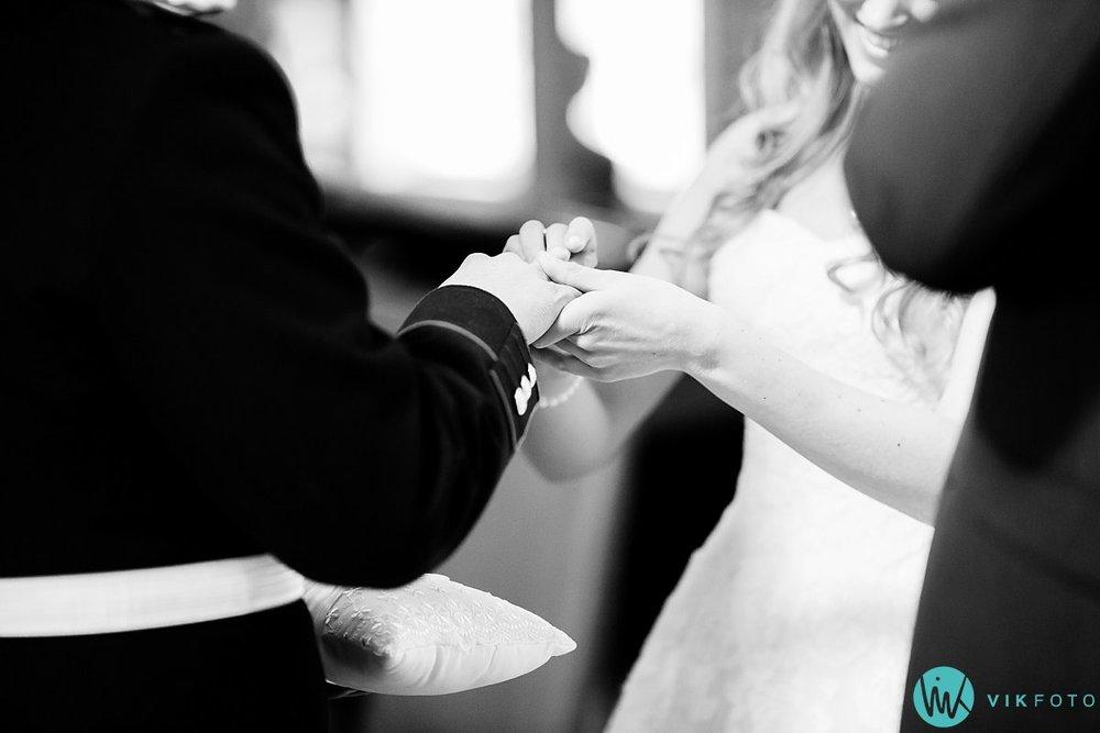 36-bryllup-kvinesdal-kirke-vielse-brudepar