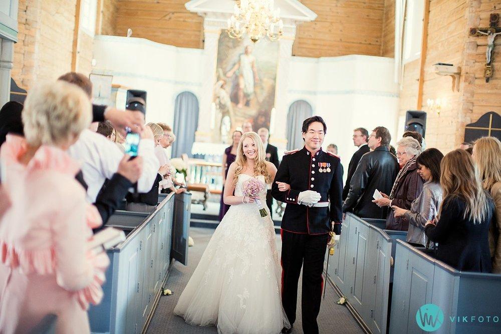 39-bryllup-kvinesdal-kirke-vielse-brudepar
