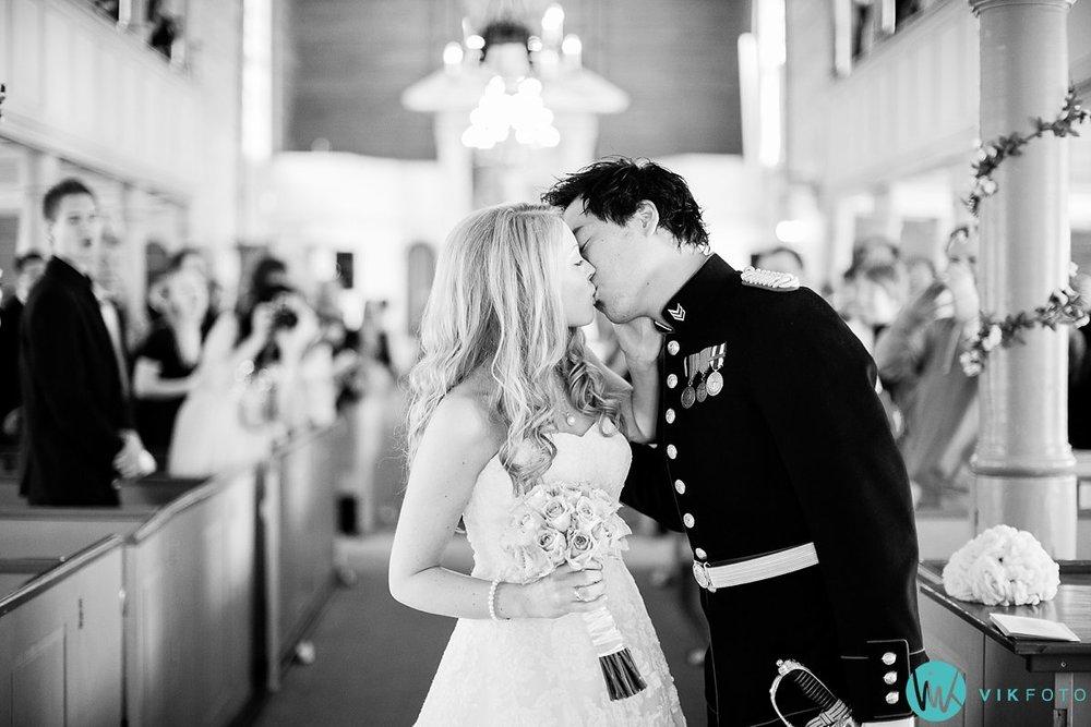 40-bryllup-kvinesdal-kirke-vielse-brudepar